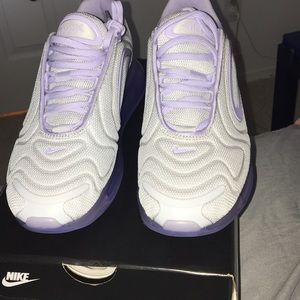 W air max 720 size 7 new never worn retail is 180